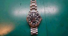 時計修理 オメガ シーマスター GMT オートマ 中留めバックル修理