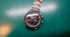時計修理 オメガ スピードマスター バックル修理